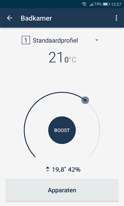 Doeltemperatuur instellen. Onderaan gemeten temperatuur en luchtvochtigheid