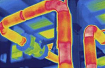 Verliezen in buizen en leidingen. Er gaat warmte verloren tijdens het transport van warm CV-water.