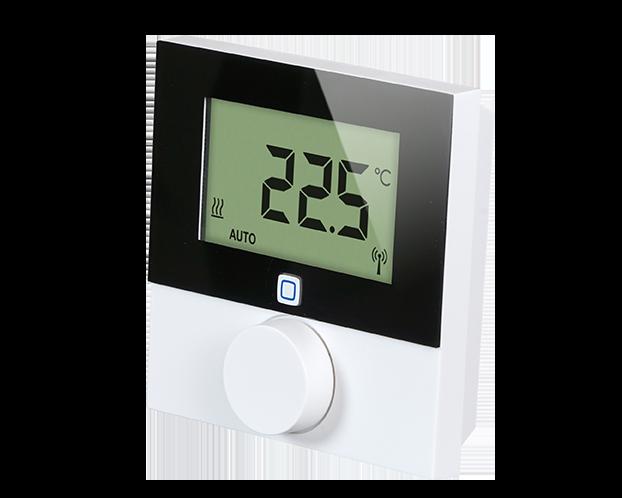 Draadloze thermostaten meten de temperatuur in de kamers en sturen de slimme schakelaars aan. De thermostaten zijn 'de baas' over de schakelaars en bepalen hoe de elektrische verwarming slim aangestuurd wordt.