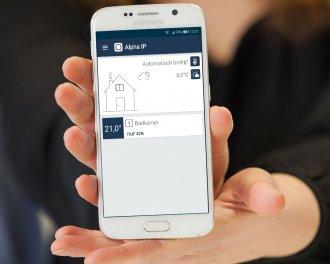 De Alpha IP app toont de doeltemperatuur en de gemeten temperatuur en luchtvochtigheid in de badkamer