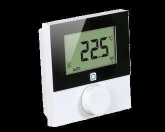 Het display van de thermostaat is verlicht en kan de gemeten of de ingestelde temperatuur tonen. De thermostaat wordt gemonteerd op 1,5 m hoogte aan een binnenmuur, buiten bereik van zon, tocht, koudeval of andere storende invloeden.