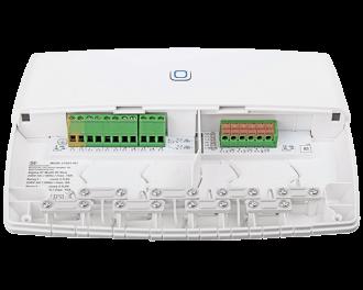 De module heeft verschillende ingangen en uitgangen voor CV-ketel, warmtepomp en vloerverwarming pompen.
