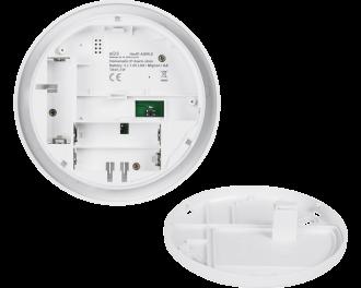 De sirene kan overal gemonteerd worden en werkt draadloos op 3 AA penlite batterijen. Deze gaan gemiddeld 2 jaar mee.