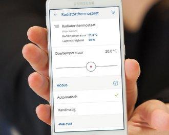 De thermostaatknop is eenvoudig te bedienen via de innogy SmartHome app. Je kunt de doeltemperatuur instellen en de gemeten temperatuur en luchtvochtigheid zien...